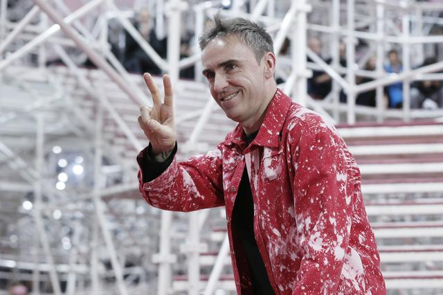 FILE PHOTO: Belgian designer Raf Simons appears at the end of his Haute Couture Spring Summer 2015 fashion show for French fashion house Christian Dior in Paris January 26, 2015.      REUTERS/Gonzalo Fuentes