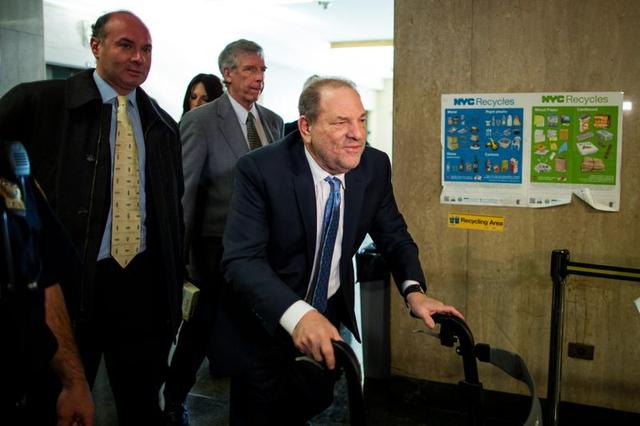 El productor de cine Harvey Weinstein llega a la Corte Criminal de Nueva York durante su juicio por agresión sexual en el distrito de Manhattan de la ciudad de Nueva York, EEUU. 24 de febrero de 2020. REUTERS/Eduardo Muñoz.