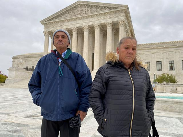 FILE PHOTO: Jesus Hernandez?and Maria Guadalupe Guereca, the parents of Mexican teenager Sergio Adrian Hernandez Guereca who was shot and killed by a Border Patrol agent who fired from the Texas side of border, stand in front of the Supreme Court in Washington, U.S., after oral arguments in their case, November 12, 2019.? REUTERS/Andrew Chung/File Photo