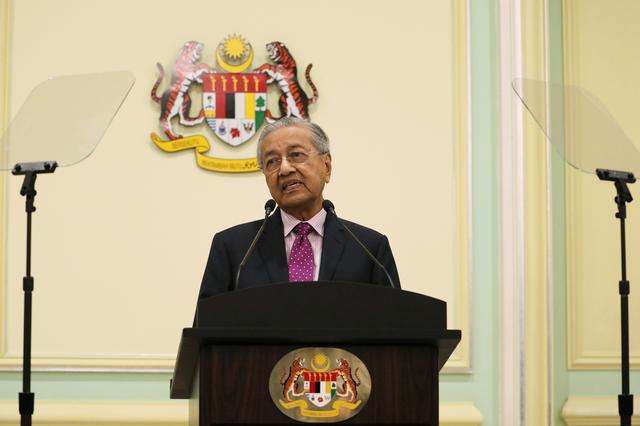 Malaysia's Interim Prime Minister Mahathir Mohamad speaks during a news conference in Putrajaya, Malaysia, February 27, 2020. REUTERS/Lim Huey Teng