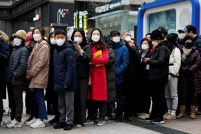 People wearing masks after the coronavirus outbreak wait in a line to buy masks in front of a department store in Seoul, South Korea, February 28, 2020.    REUTERS/Kim Hong-Ji