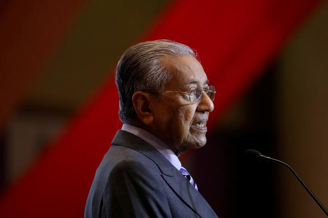 FILE PHOTO:  Malaysia's Prime Minister Mahathir Mohamad speaks during the signing ceremony for Bandar Malaysia in Putrajaya, Malaysia, December 17, 2019. REUTERS/Lim Huey Teng