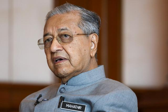 FILE PHOTO: Malaysia's Prime Minister Mahathir Mohamad speaks during an interview with Reuters in Putrajaya, Malaysia, December 10, 2019. REUTERS/Lim Huey Teng