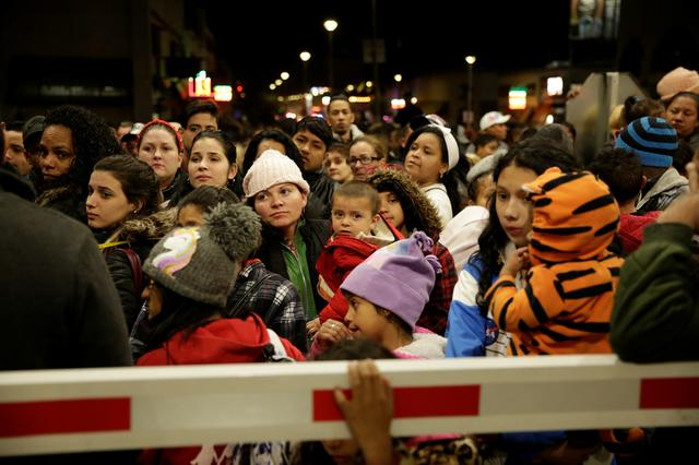 Migrants, mainly from Cuba, block the Paso del Norte border crossing bridge after a U.S. appeals court blocked the Migrant Protection Protocols (MPP) program, which sent asylum seekers back to Mexico to await the outcome of their case, in Ciudad Juarez, Mexico February 28, 2020. REUTERS/Jose Luis Gonzalez