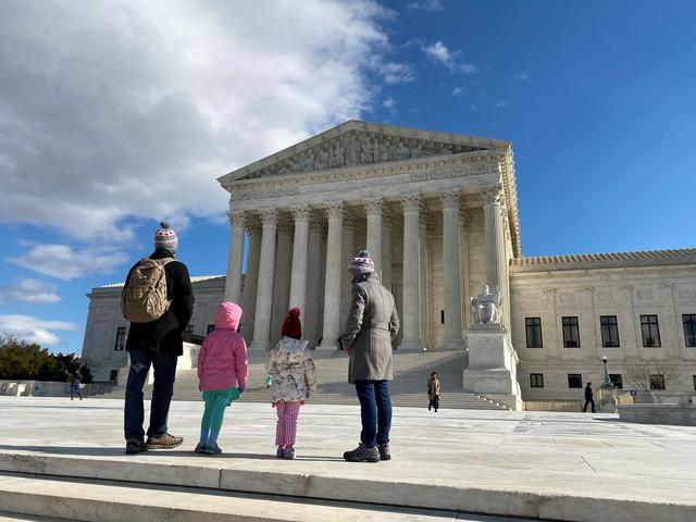 FILE PHOTO: People look at the buliding of the U.S. Supreme Court in Washington, D.C., U.S., January 19, 2020. REUTERS/Will Dunham/File Photo