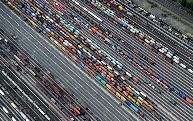 FILE PHOTO: Containers and cars are loaded on freight trains at the railroad shunting yard in Maschen near Hamburg September 23, 2012.  REUTERS/Fabian Bimmer/File Photo