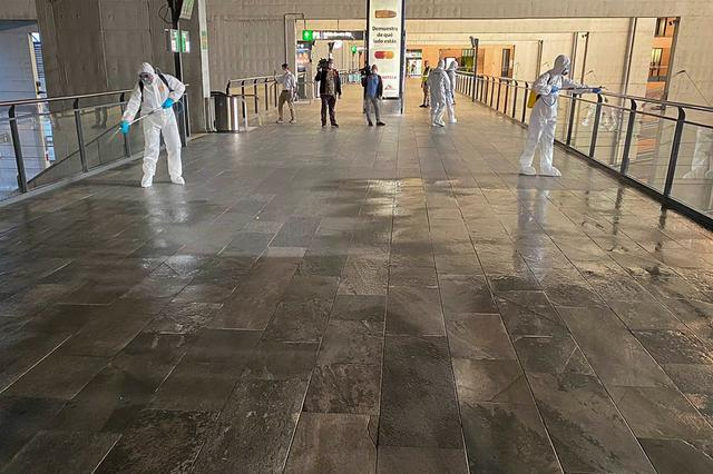 Members of the Military Emergency Unit (UME) wearing protective suits disinfect corridors and hand rails at Santa Justa train station following a partial lockdown as part of a 15-day state of emergency to combat the coronavirus outbreak in Seville, Spain March 15, 2020. REUTERS/Stringer