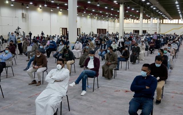 FILE PHOTO: Expatriates wait for mandatory coronavirus testing in a makeshift testing centre in Mishref, Kuwait  March 14, 2020. REUTERS/Stephanie McGehee