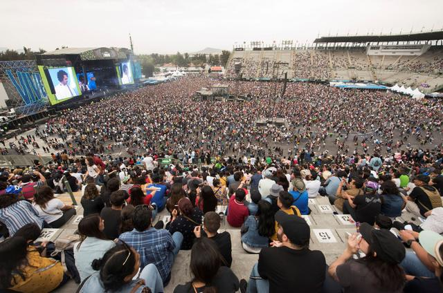 "Thousands of music fans attend the music festival ""Vive Latino"" as Mexico's health authorities began rolling out tougher measures to contain the spread of coronavirus (COVID-19) and calling for an end to large gatherings, in Mexico City, Mexico March 15, 2020. REUTERS/Stringer"