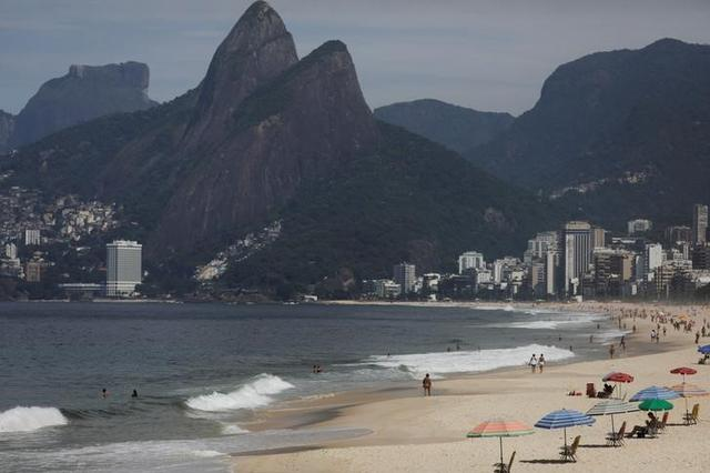 A general view of Ipanema beach during the coronavirus disease (COVID-19) outbreak in Rio de Janeiro, Brazil, March 19, 2020. REUTERS/Ricardo Moraes