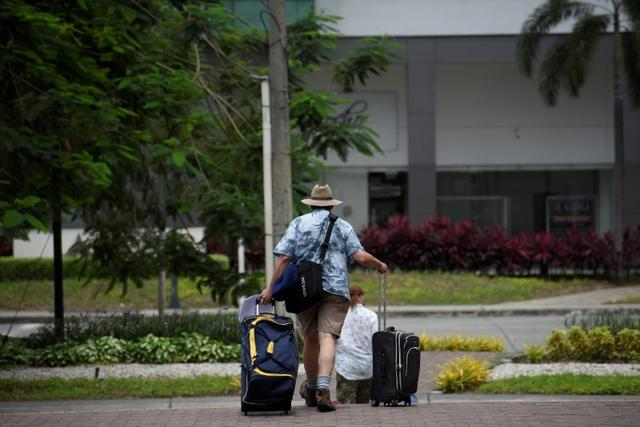 European tourists with their luggage try to reach Jose Joaquin de Olmedo Airport to take an Eastern Airlines flight as the spread of the coronavirus disease (COVID-19) continues in Guayaquil, Ecuador, March 19, 2020. Reuters/Santiago Arcos
