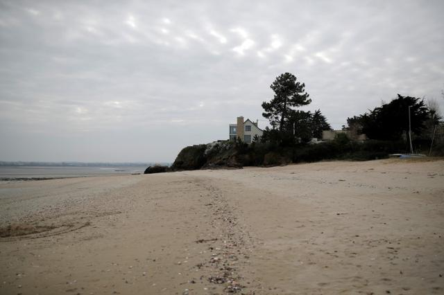 A view shows a beach in Saint-Jacut-de-la-Mer, Brittany, as a lockdown is imposed to slow the rate of the coronavirus disease (COVID-19) in France, March 19, 2020. Picture taken March 19, 2020. REUTERS/Stephane Mahe