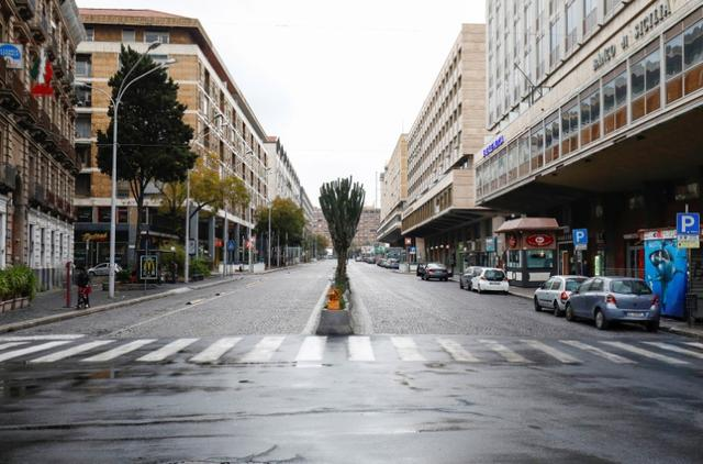 A deserted street is pictured, after Italy reinforced the lockdown measures to combat the coronavirus disease (COVID-19) in Catania, Italy March 21, 2020. REUTERS/Antonio Parrinello