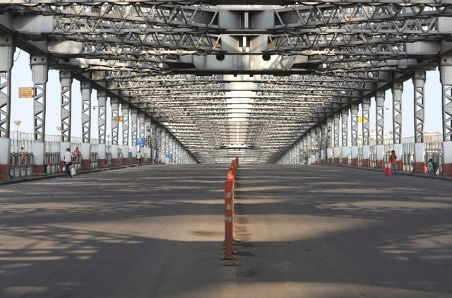 A view shows Howrah bridge during a 14-hour long curfew to limit the spreading of coronavirus disease (COVID-19) in the country, in Kolkata, India, March 22, 2020. REUTERS/Rupak De Chowdhuri