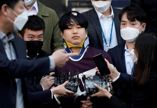 Cho Ju-bin, leader of South Korea's online sexual blackmail ring which is so called 'Nth room', walks out of a police station as he is transferred to a prosecutor's office in Seoul, South Korea, March 25, 2020.   REUTERS/Kim Hong-Ji/Pool