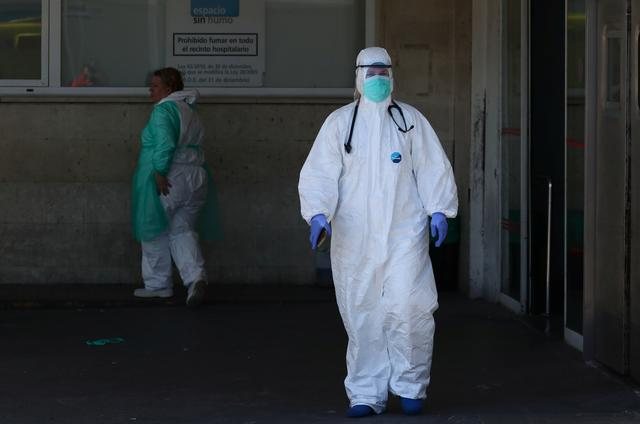 A healthcare worker is seen near the emergency unit at 12 de Octubre hospital during the coronavirus disease (COVID-19) outbreak in Madrid, Spain March 28, 2020. REUTERS/Sergio Perez