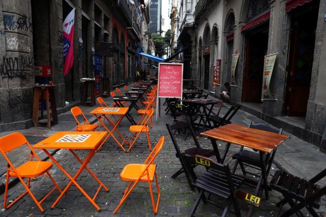 A view of empty restaurant tables amid the novel coronavirus disease (COVID-19) outbreak, in Rio de Janeiro, Brazil March 20, 2020. REUTERS/Pilar Olivares
