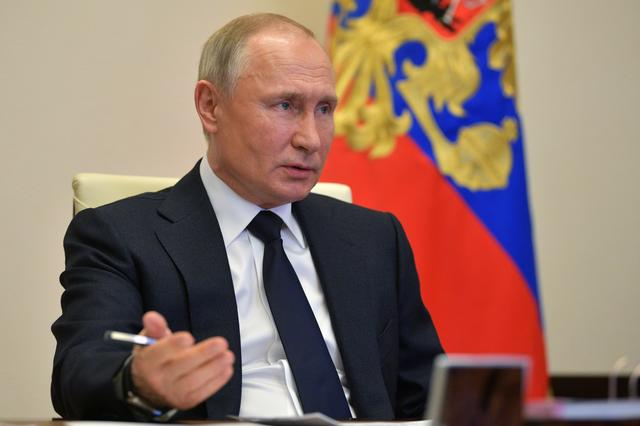 FILE PHOTO: Russian President Vladimir Putin chairs a meeting with members of the government via video link at his residence outside Moscow, Russia April 15, 2020. Sputnik/Alexei Druzhinin/Kremlin via REUTERS
