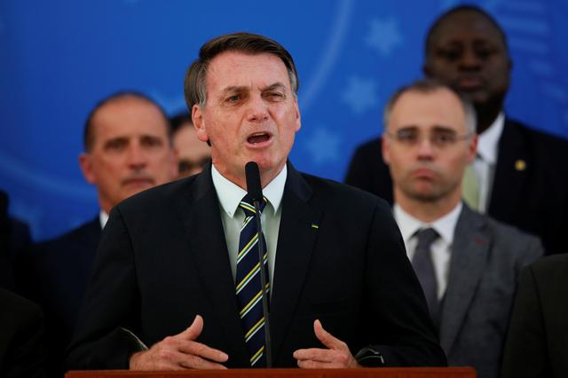 Brazil's President Jair Bolsonaro reacts while addressing the media during a news conference at the Planalto Palace in Brasilia, Brazil, April 24, 2020. REUTERS/Ueslei Marcelino