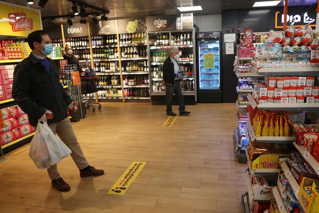 A sign to alert customers to keep social distancing is seen on the floor at Dia&Go supermarket, following the outbreak of the coronavirus disease (COVID-19) in Madrid, Spain, April 25, 2020. REUTERS/Susana Vera