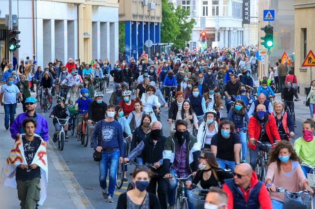 Protesters wearing protective face masks ride bicycles during an anti-government protest, as the spread of the coronavirus disease (COVID-19) continues, in Ljubljana, Slovenia May 8, 2020. REUTERS/Borut Zivulovic