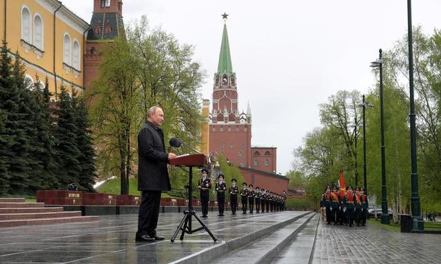 Russian President Vladimir Putin makes an address near the Tomb of the Unknown Soldier on Victory Day, which marks the anniversary of the victory over Nazi Germany in World War Two, amid the outbreak of the coronavirus disease (COVID-19) in central Moscow, Russia May 9, 2020. Sputnik/Alexei Druzhinin/Kremlin via REUTERS
