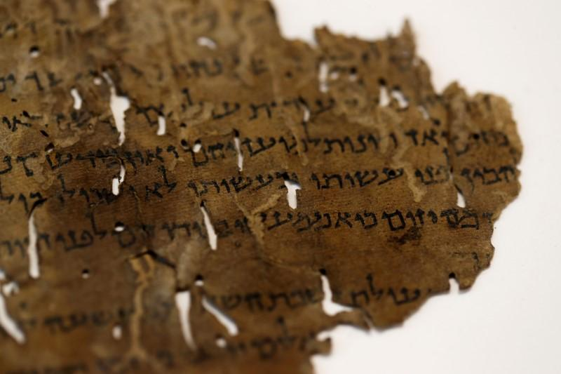AI Reveals Part of Ancient Dead Sea Scrolls Were Written by 'Two Different Scribes'