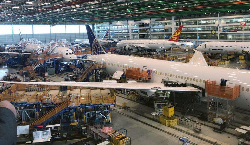 Problemas producción de Boeing podrían generar que FAA revise cientos de  aviones Dreamliner: WSJ | Reuters