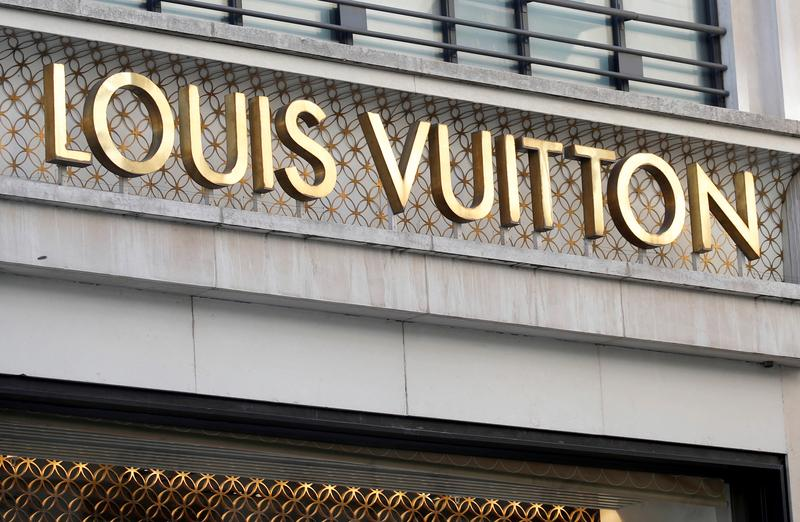 LVMH says submits disputed Tiffany takeover for EU clearance