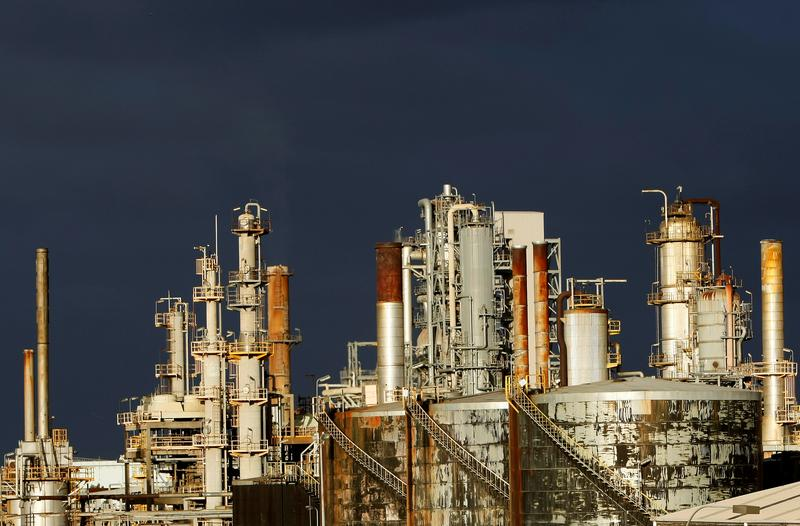 Oil refiners worldwide struggle with weak demand, inventory glut