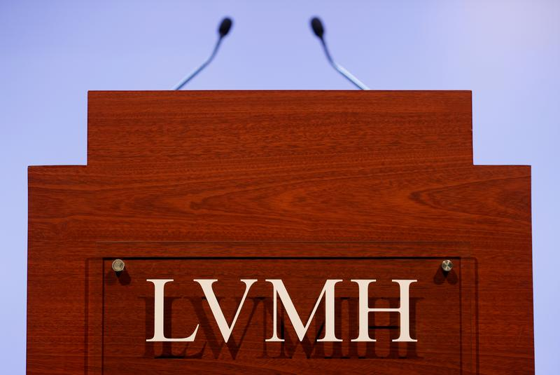France's Elysee Palace asked minister to pen LVMH/Tiffany letter: sources