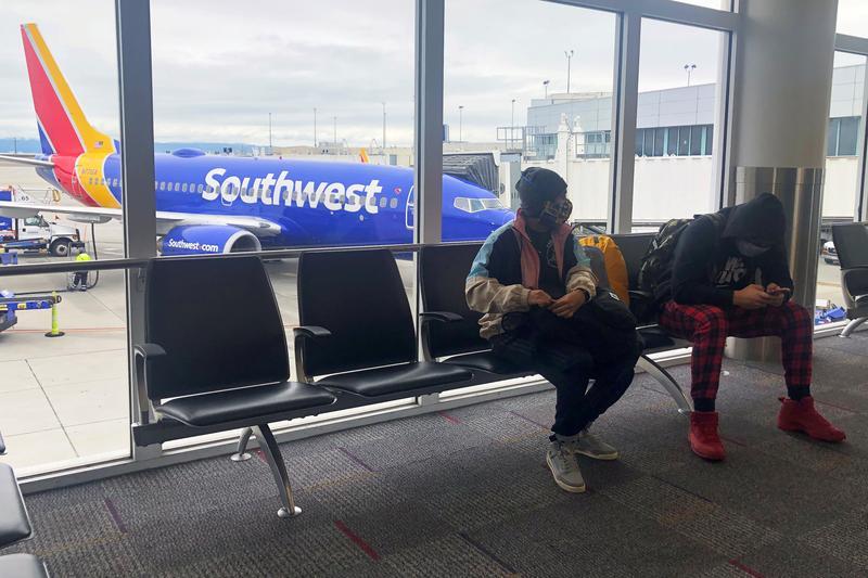 U.S. airline industry steps up aid push despite Washington impasse