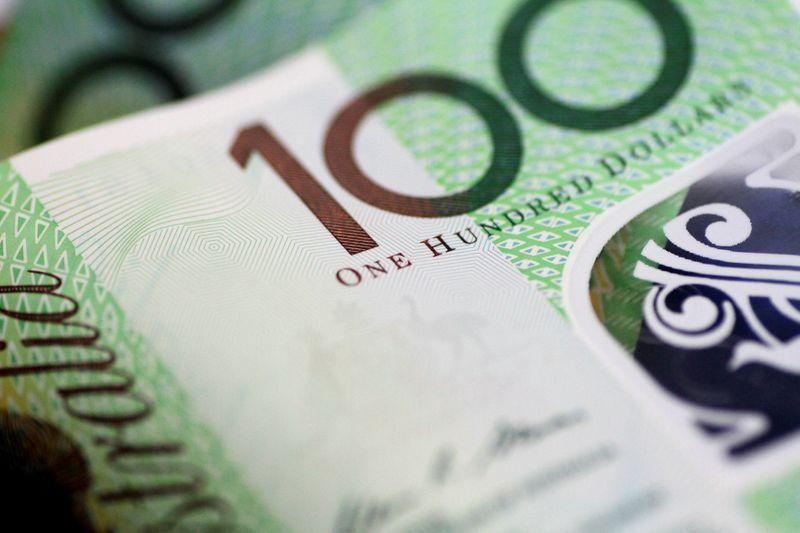 Australia dollar set for weekly gain, kiwi extends downtrend