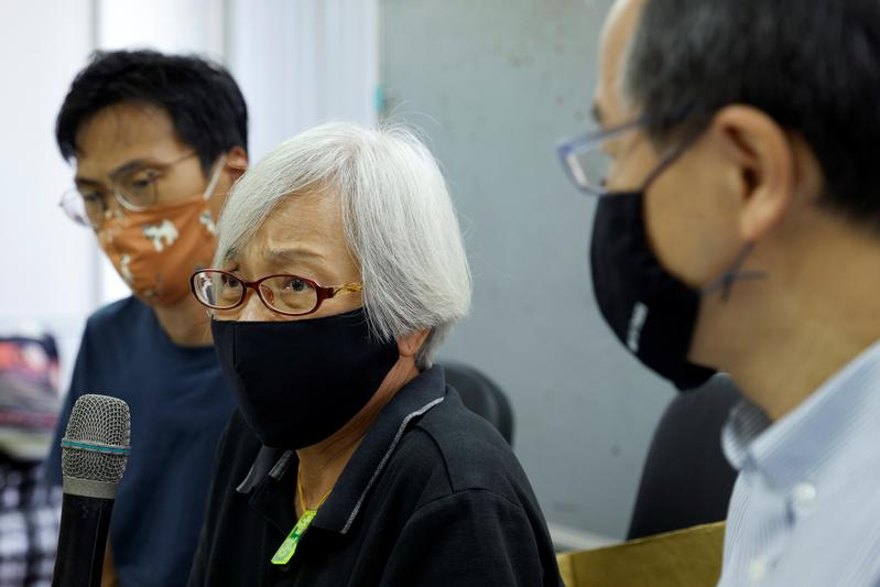 Hong Kong activist Grandma Wong says kept back in Shenzhen for 14 months