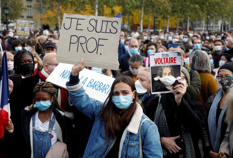In France: Demonstrations to pay tribute to beheaded teacher - Tatahfonewsarena