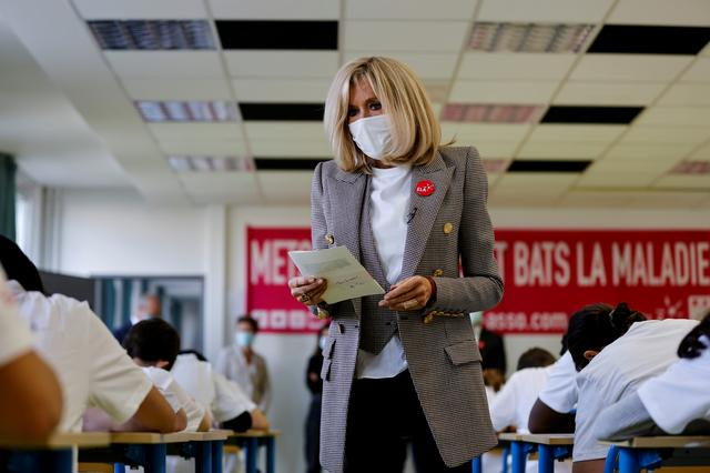 French First Lady To Self Isolate After Contact With Covid 19 Patient Office