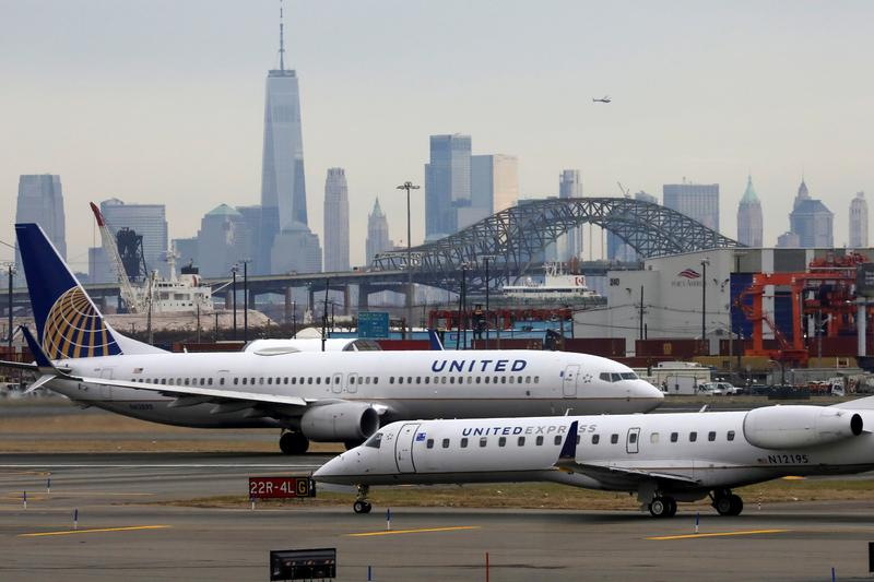 United Airlines CEO Wants to Make Coronavirus Vaccies Mandatory for Employees
