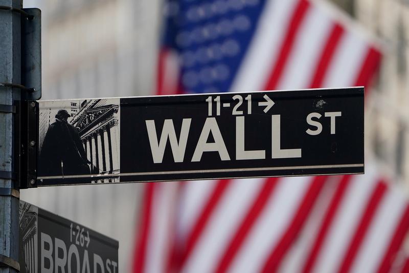Wall Street tumbles as virus cases soar, stimulus hopes fade