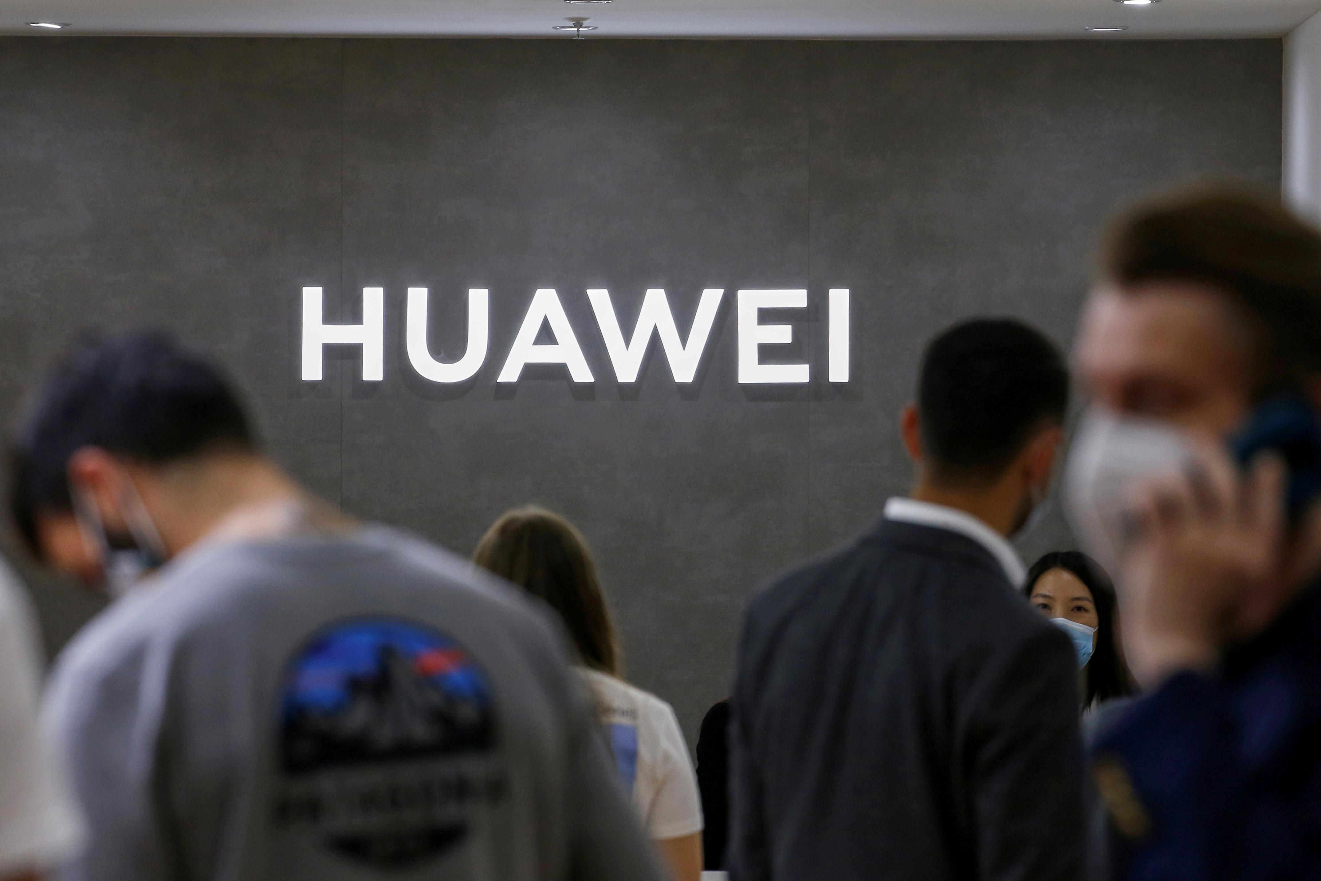 China launches crackdown on mobile web browsers, decries 'chaos' of information