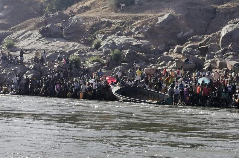 Ethiopians Fleeing Tigray War Cross River into Sudan