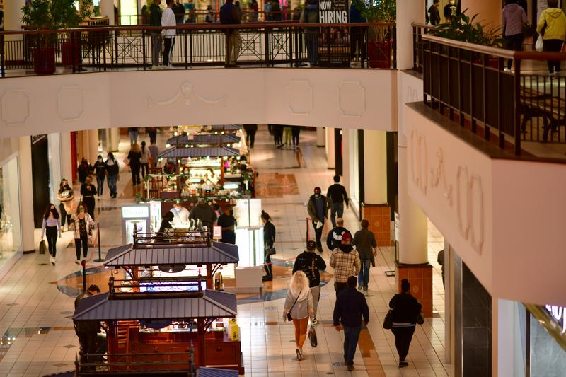 U.S. retail sales slow amid pandemic, lack of fiscal stimulus | Reuters 1