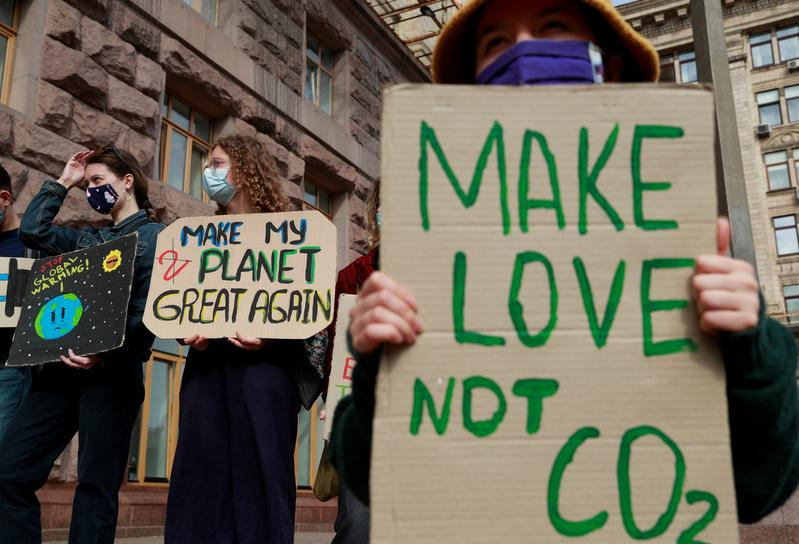 Carbon pricing rises as world`s weapon of...