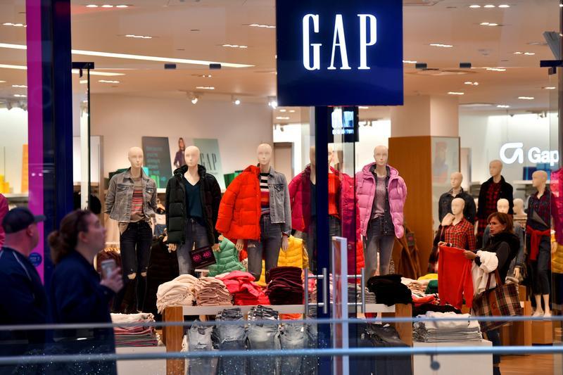 Gap misses profit estimates on higher costs from online shift