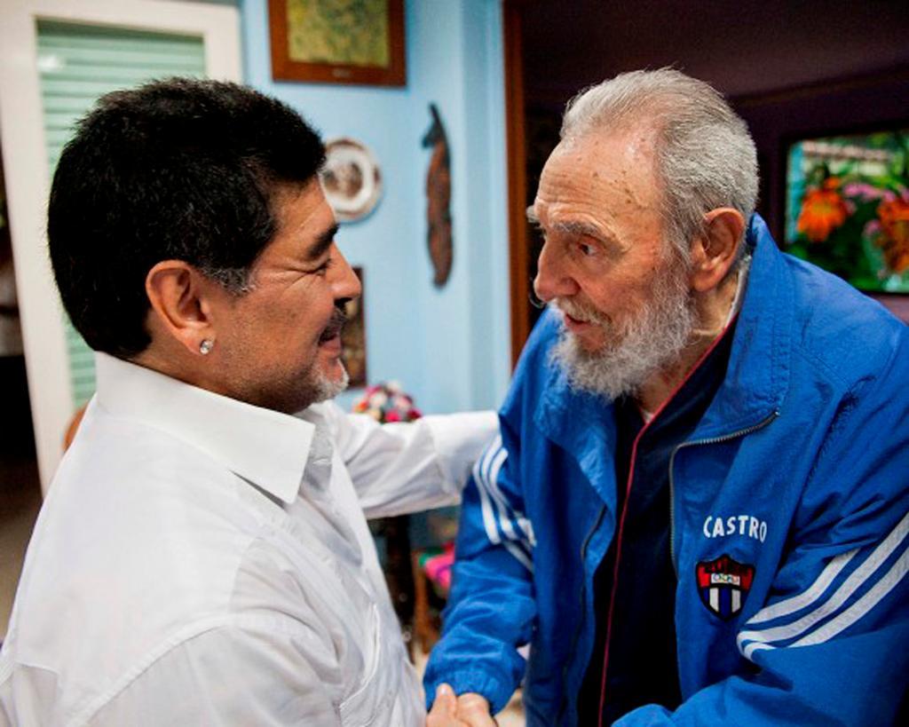 Fidel Castro trifft Maradonna am 13. April 2013 in Havanna | Bildquelle: https://t1p.de/wv9d © Cubadebate | Bilder sind in der Regel urheberrechtlich geschützt