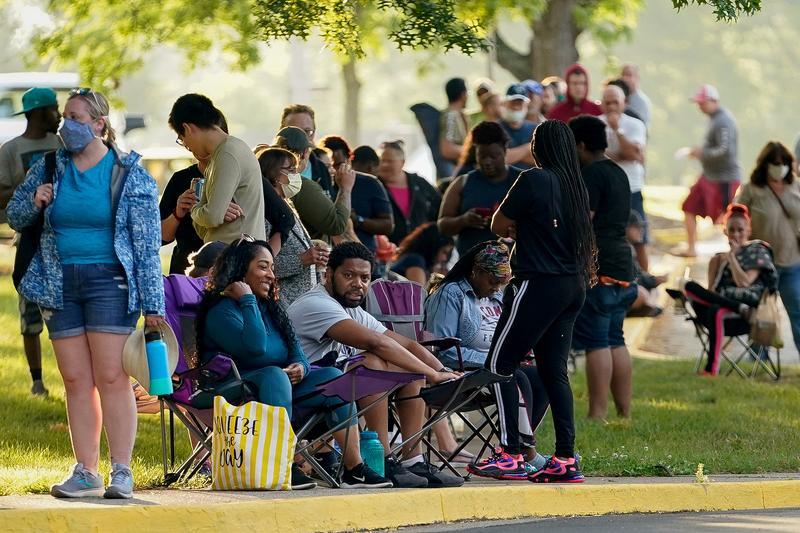 U.S. job growth slows sharply; long-term unemployment rises | Reuters 1