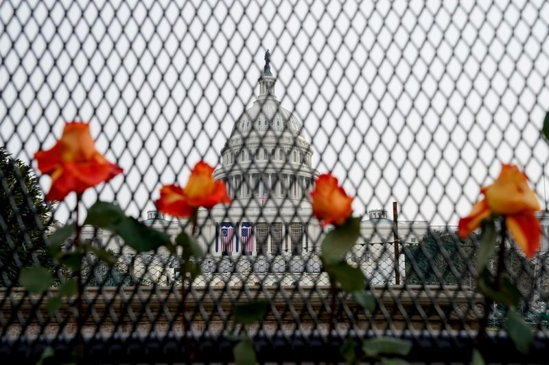 Washington locks down Delta bans guns to D.C. ahead of inauguration – Reuters