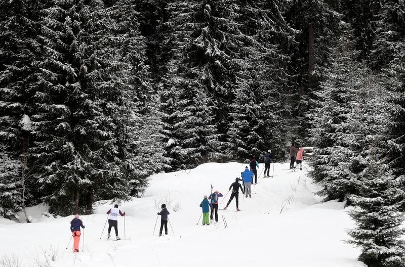Day-trippers brought skis, sleds, and COVID to Czech mountains, mayor says