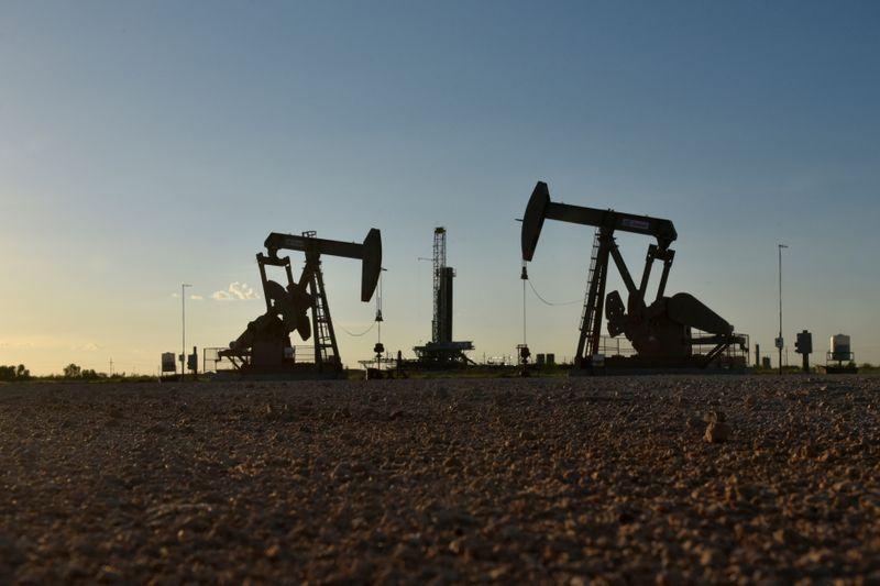 Oil drops as U.S. stimulus wrangles, rising COVID-19 cases hit sentiment