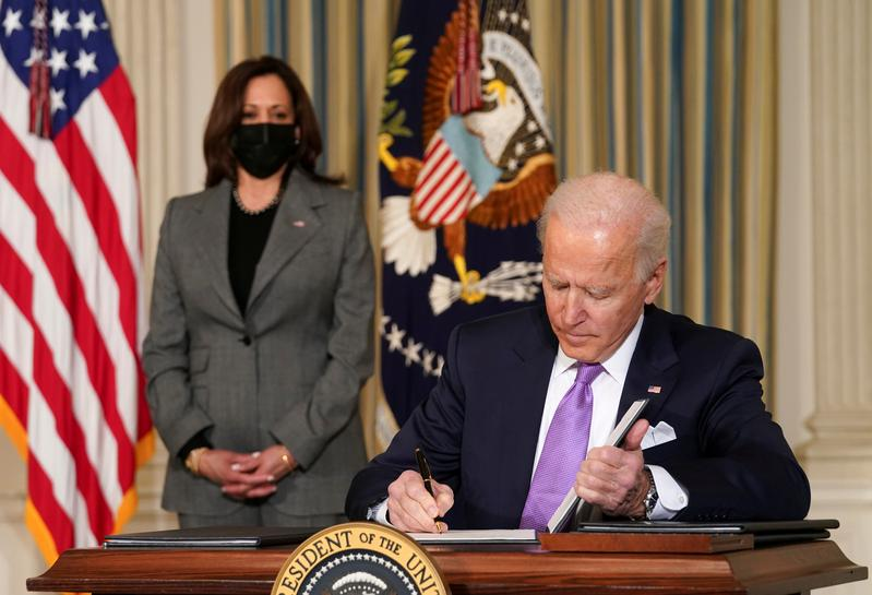 www.reuters.com: Factbox: With strokes of pen, Biden overturns Trump policies and fights COVID-19