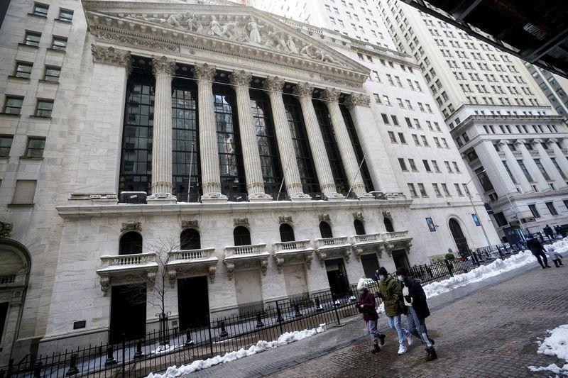 World shares scale new peak on stimulus hopes; oil gains